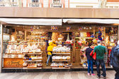Kiosk with sweets at La Rambla, Barcelona — Stock Photo