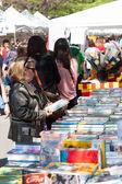 Looking books on street stalls — Stock Photo