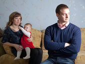 семья после ссоры в доме — Стоковое фото