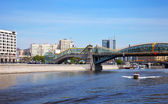 View of Moscow. Pedestrian Bogdan Khmelnitsky Bridge — Stock Photo