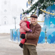 man with child  in Christmas time at Vladimir   — Foto de Stock