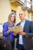 Tourist couple looking at the map — Stock Photo