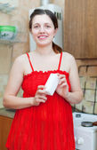Woman in red with melamine sponge — Foto Stock