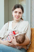 Nursing young baby — Stockfoto