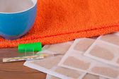 Cataplasmas con toalla y taza — Foto de Stock
