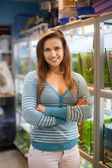 Woman near fish tanks — Stockfoto