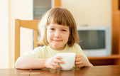 2 years child drinking from cup — Stockfoto