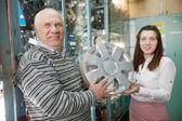 Man buys automotive wheel covers — Stock Photo