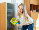 Happy blonde girl cleaning glass — Stock Photo