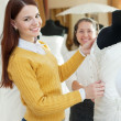Girl chooses bridal dress at wedding store — Stockfoto