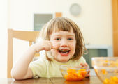 2 years child eats carrot salad — Стоковое фото