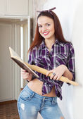 Pretty girl reads cookbook — Stock Photo
