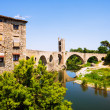 12th-century  bridge over Fluvia river in Besalu — Stock Photo