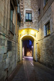 Morning view of medieval street in Girona — Stock Photo