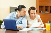 Couple calculating family budge — Stock Photo