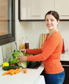 Housewife washing vegetables at home — Stock Photo