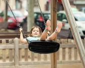 Barn på swing — Stockfoto