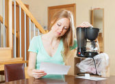 Young woman with new coffee machine at home — Стоковое фото
