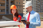Two builders works on the building site — Stock Photo