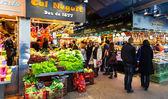 Vendors at Boqueria market. Barcelona — Stock Photo