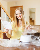 Happy woman reading user manual for steamer — Stock Photo