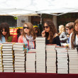 People looking books  in Saint George day — Stock Photo