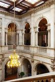 Trap van eer in interieur van het stadhuis — Stockfoto