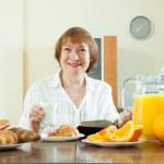 Mature woman having breakfast — Stock Photo #32305211