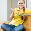 Pretty girl eating vegetables salad — Stock Photo