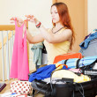 Girl choosing clothes for vacation — Stockfoto