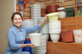 Woman chooses flowerpot — Stock Photo