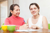 Two women fills in the questionnaire — Stock Photo
