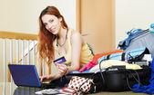 Girl reserving hotel online — Stock Photo
