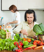 The couple preparing vegetable salad — Stock Photo