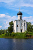 Church of the Intercession on the River Nerl in summer — Stockfoto