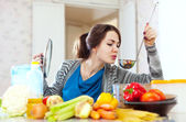 Young woman tests food — Stock Photo