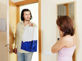 Man came to woman with gift — Stock Photo