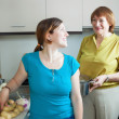 Foto Stock: Happy women together cooking in kitchen