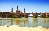 Antique bridge over Ebro river in Zaragoza — Stock Photo