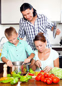 Happy family cooking vegetarian lunch — Stock Photo