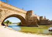 Medieval stone bridge over Ebro in Zaragoza — Stock Photo