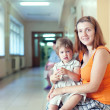 Woman with child waits to doctor receive   — Stock Photo
