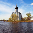 Church of Intercession on River Nerl in flood — Stock Photo