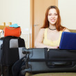 Young woman reserving hotel online — Foto Stock