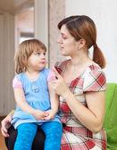 母亲严辞批评她的孩子 — 图库照片