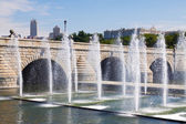 Fountains and bridge over Manzanares river in Madrid — Foto de Stock