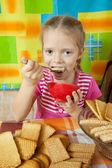 Little girl eating milk dessert — Stock Photo