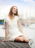 Pregnancy woman sitting at port — Stockfoto