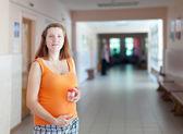 孕妇的尿液分析示例 — 图库照片