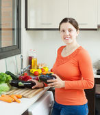Positive housewife cooking eggplants in home — Stock Photo